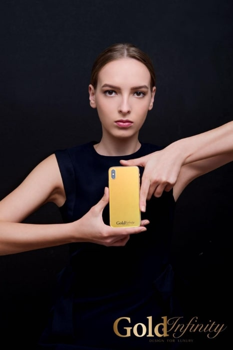 Gold Infinity iPhone 11 Pro 2
