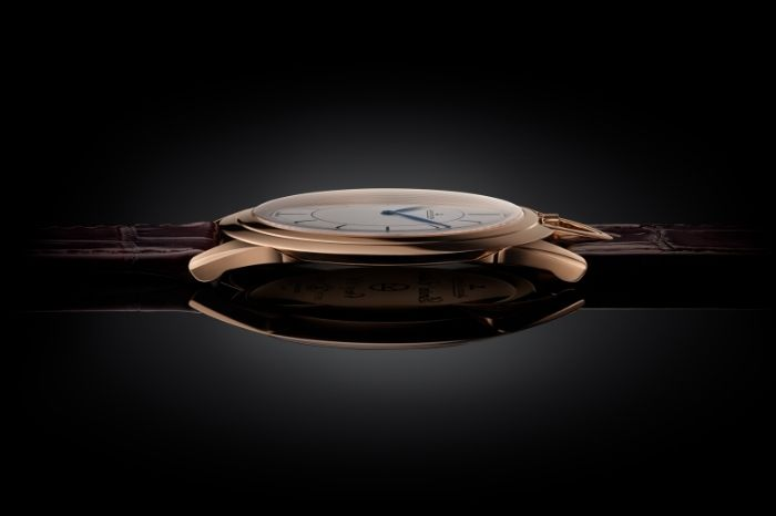 Master Ultra Thin Kingsman Knife Watch: Just 1.85mm thick