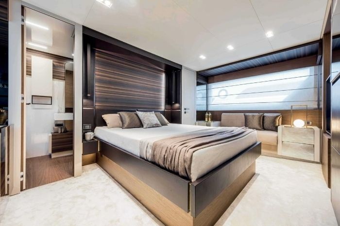 Ferretti Yachts 670 Owner's Suite